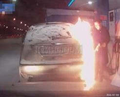 衝撃映像|凍った車の給油口に火を付けて給油して大炎上する瞬間