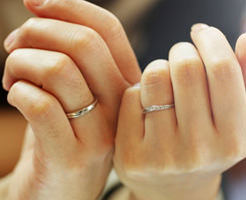 永遠の愛を誓った結婚指輪で指を切り落としたとんでもない事故