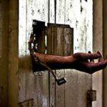 裸の妻を8ヶ月地下室に監禁した映画でありそうなノンフィクション事件・・・