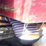 トラック荷台の油圧機に頭を挟まれたら一瞬でぺちゃんこに潰される・・・