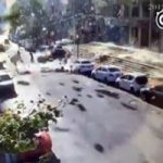 チャイナボカンとはこの事か。空からコンクリート片が降ってくるガス爆発現場