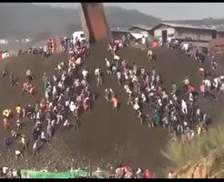 普通の土砂崩れとかはニュースで見たことあるけど100人も亡くなってしまう地すべりってただただ怖い・・・