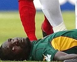 サッカー試合中にピッチ上で選手が死亡する事故ってなさそうで結構あった