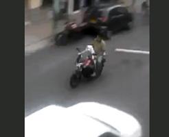 隠し芸かよwバイク運転して行動走り回るワンちゃんがコロンビアで話題にw