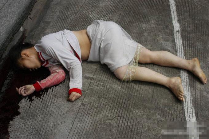 閲覧注意|飛び降り自殺した女子校生のおマ●コ見たいヤツ集まれ