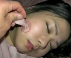 個人撮影の無修正動画…意識失った女の子を昏睡レイプするゲスの極み撮影者