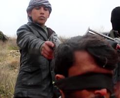中学生くらい?声変わりも済んでないISIS(イスラム国)少年兵が殺人を犯す…