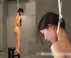 首吊りして激しくケイレンする全裸美女…これヤバくね?