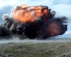 衝撃映像|戦闘機からの空爆の破壊力が疑似体験できる恐ろしくもカッコイイ動画
