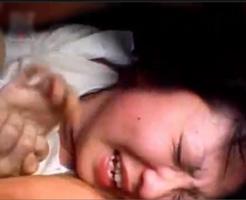 無修正 エロ動画|泣き叫ぶJKを首絞めて犯し続けるガチレイプ映像流出!!