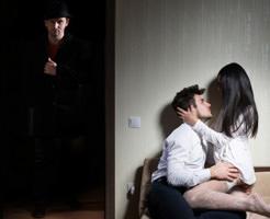 閲覧注意|妻の不倫現場にカメラが突撃ィィィ!本物の修羅場を撮影したドキュメンタリー