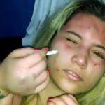 閲覧注意|本物イジメ動画…泣いて嫌がる金髪美女の顔にタバコ押し付けて・・・
