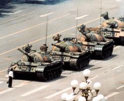 グロ画像|軍が市民に向けて発砲&戦車で轢き殺した「天安門事件」の画像貼ってく