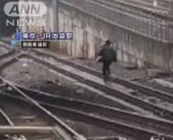衝撃|弁護士「痴漢と間違われたら逃げろ!」JR池袋駅で線路を全力ダッシュ逃走男が話題に