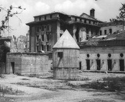 画像|ヒトラーが自殺した爆破解体される前の総統地下壕ギャラリー
