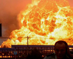 画像|核爆発の3/1000の規模で爆発した中国天津の化学工場大爆発の直後の写真 ※一部死体あり