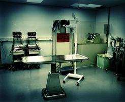 グロ動画|病院に運び込まれた人が臓器飛び出してるし血も吹き出してきたし絶望的なんだが…