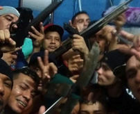 グロ画像|ピースピース!ここ刑務所なんですがね…銃と刃物持ったギャング集団、惨殺・焼き殺した死体と自撮り写真うpする