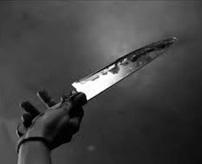 【閲覧注意】なかなか切れねえな…死体の肉にナイフで彫刻、グサグサ刺してみんなで記念撮影