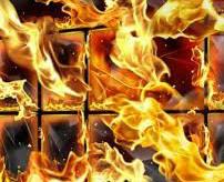 【閲覧注意】火事で逃げ遅れた住人、窓から逃げようとするも柵で固定されていて目の前で焼け死ぬ