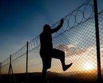 【衝撃】厳重警備の刑務所から脱獄、まさかの受刑者自身が脱走する映像記録するとか余裕ぶっこきすぎw=アメリカ