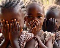 【閲覧注意】アフリカの女の子たちが避けて通れない道のFGM(女性器切除)、麻酔なしでクリトリスを切り落とされる