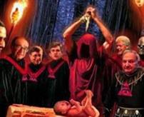 【閲覧注意】悪魔の存在を信じたカップル、子供3人を生け贄として殺害する