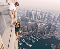 【衝撃】「いいね!押してね!」インスタ映えの為に高さ300m以上ある超高層ビルで宙吊り撮影とかどうかしている...