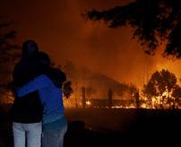 【衝撃】「逃げろ!!!」大規模な山火事から脱出するリアル映像が凄い!=アメリカ