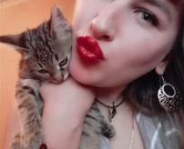 【衝撃】無力なネコが壁に投げつけられ虐待される瞬間がSNSにアップされていた...=ロシア