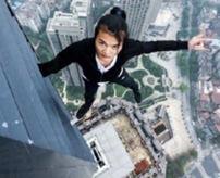 【事故】中国の人気YouTuber、高層ビルから誤って転落...死亡