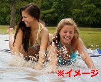 【面白】「SLIP `N SLIDEサイコー!!」勢い余ってビキニがずれ落ち全裸状態になるハプニング!