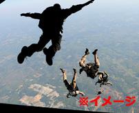 スカイダイビングで空中衝突、意識不明のまま地表に激突