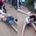 蹴って殴って服剥ぎ取って半裸で引きずり回す中国の女子高生いじめ現場