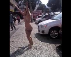 痴女があらわれた!街中で全裸の美女が転げまわる場面に遭遇したから動画撮影したよ!