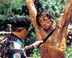 【衝撃映像】「殺されてたまるか!」処刑寸前に相手の銃を奪って戦う、まるで映画のようなシーン