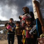 子どもを殺してから死体に唾を吐くイスラム国(ISIS)兵士…