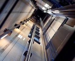 【閲覧注意】15階からエレベーターが落ちた時に、中に乗っていた人の損傷具合はこんな感じ