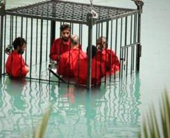 【イスラム国】囚人を檻に入れ、プールに沈めて水死させるISISの水檻処刑