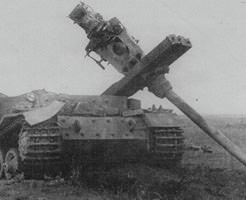 第二次世界大戦中に破壊された戦車の画像貼ってく ティーガー、シャーマン、B1 bis(ガルパンのカモさんチーム)etc