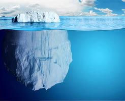 神秘的!でも怖い…氷山の下で泳ぐとこんな世界が広がってるんだってよ