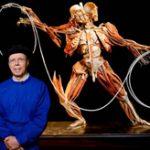 【閲覧注意】学生・一般聴衆者の目の前で本物の死体を使って実演してくれる人体解剖マニュアル