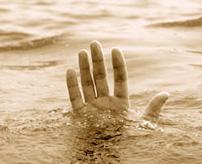 これは我が家の躾の一環です!!子供をハシゴに縛って水に鎮めた映像流出で炎上=中国