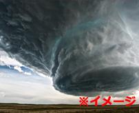 怖すぎぃ!巨大竜巻にギリギリまで近寄って撮影、生きた心地がしない…