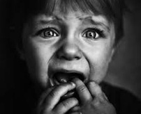 【おそロシア】夜道を1人歩く子供、不審者に追いかけられ刺殺される瞬間