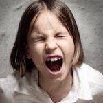 移民「生きる権利を!移民排斥反対!!お、子供発見!シュババババ(近寄ってくる音)」 → 股間鷲掴み