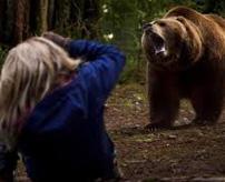 振り返ると目の前に熊が…奇跡的に助かるも頭の皮がめくれて頭蓋骨が…