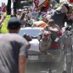 【衝撃】無差別殺人?白人至上主義者へのデモ集団に車で突っ込んだ人殺し逮捕=アメリカ