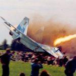 観客の目の前に戦闘機が墜落、77人が死亡した最悪のリヴィウ航空ショー