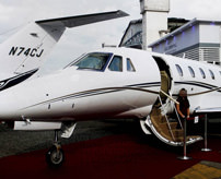 【グロ画像】大統領候補が乗った飛行機が住宅街に墜落、肉片に…